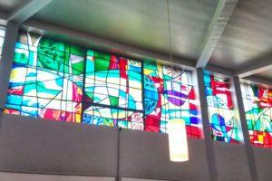 bunte Kirchfenster des Nathan Söderblom Hauses
