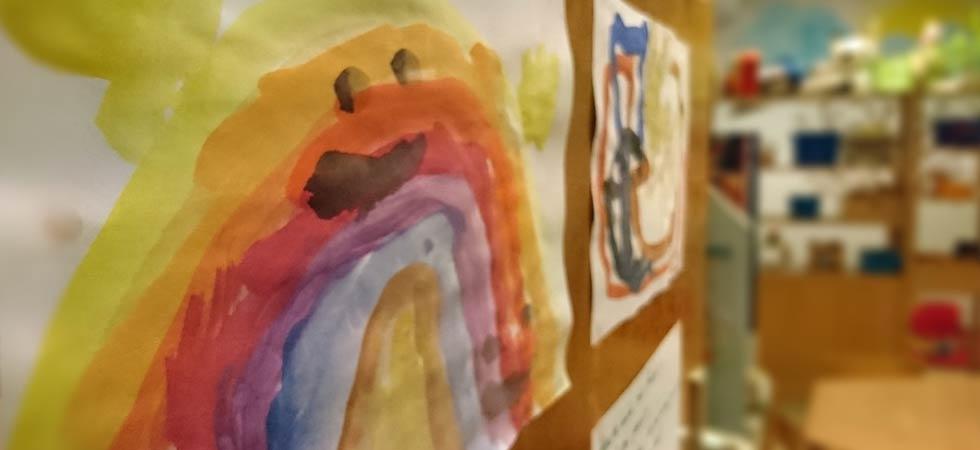 Regenbogenbild im Kindergarten