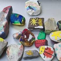 Bunte Steine für den Gemeindegarten