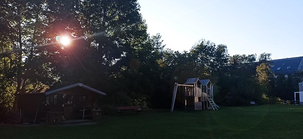 Gemeindegarten mit Sonnenaufgang